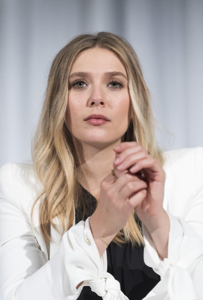 Элизабет Олсен — Пресс-конференция «Первый мститель» 2016 – 13