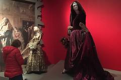 De Young Museum - Oscar de la Renta Shawl