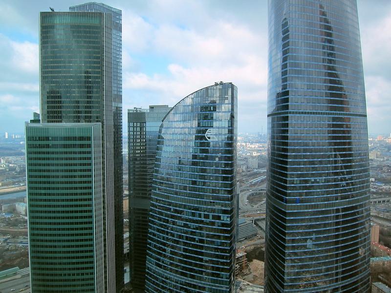 """Сама """"Империя"""" не входит даже в топ-10 высоток России, зато соседний """"Восток"""" башни """"Федерация"""" (374м) является самым высоким небоскребом Москвы, России и Европы."""