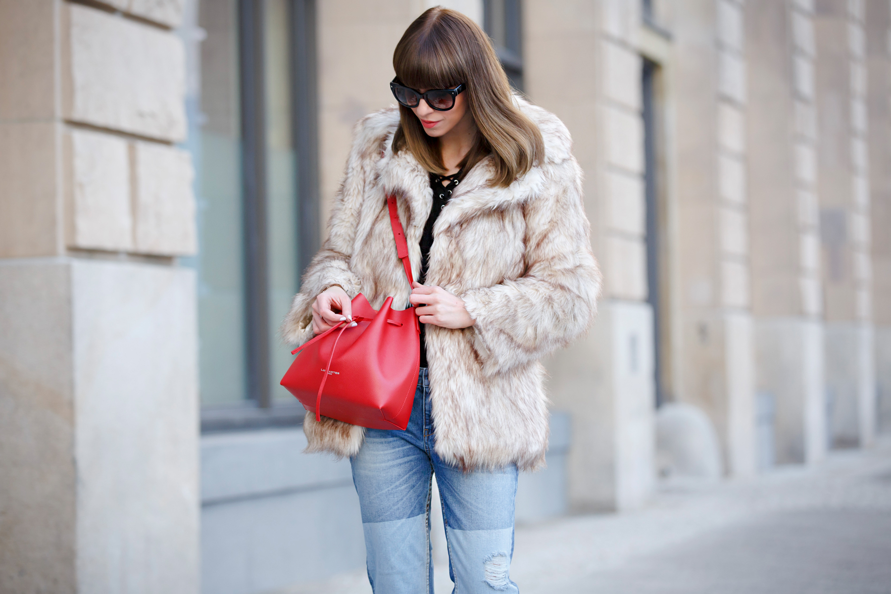 lancaster paris red bucket bag mansur gavriel lookalike patch boyfriend jeans mango fake fur coat asos black sacha booties ankle boots chloe suzanna prada sunglasses luxury style blogger cats & dogs blog ricarda schernus 4