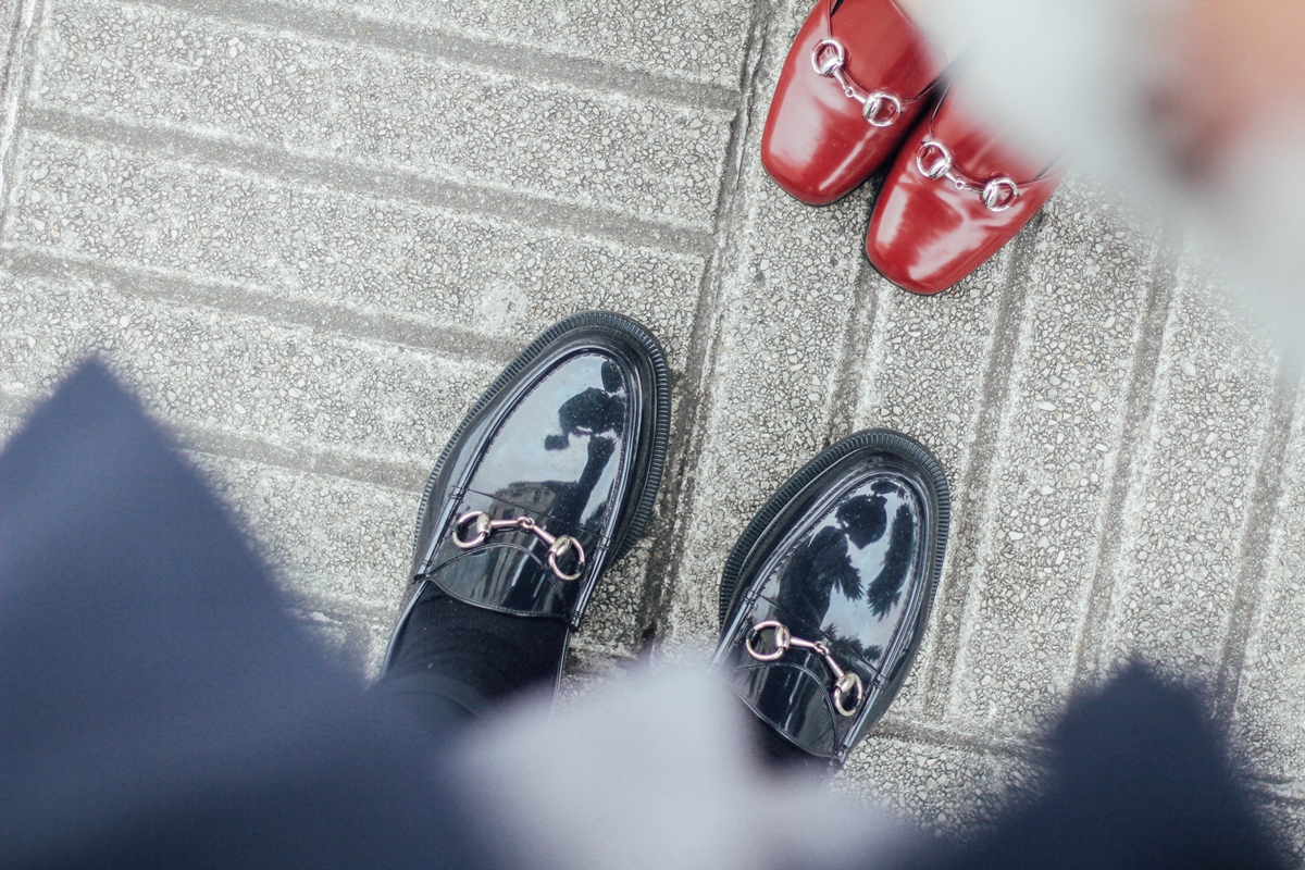 gucci loafers couple streetstyle