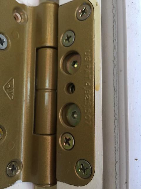 Adjustable door hinge