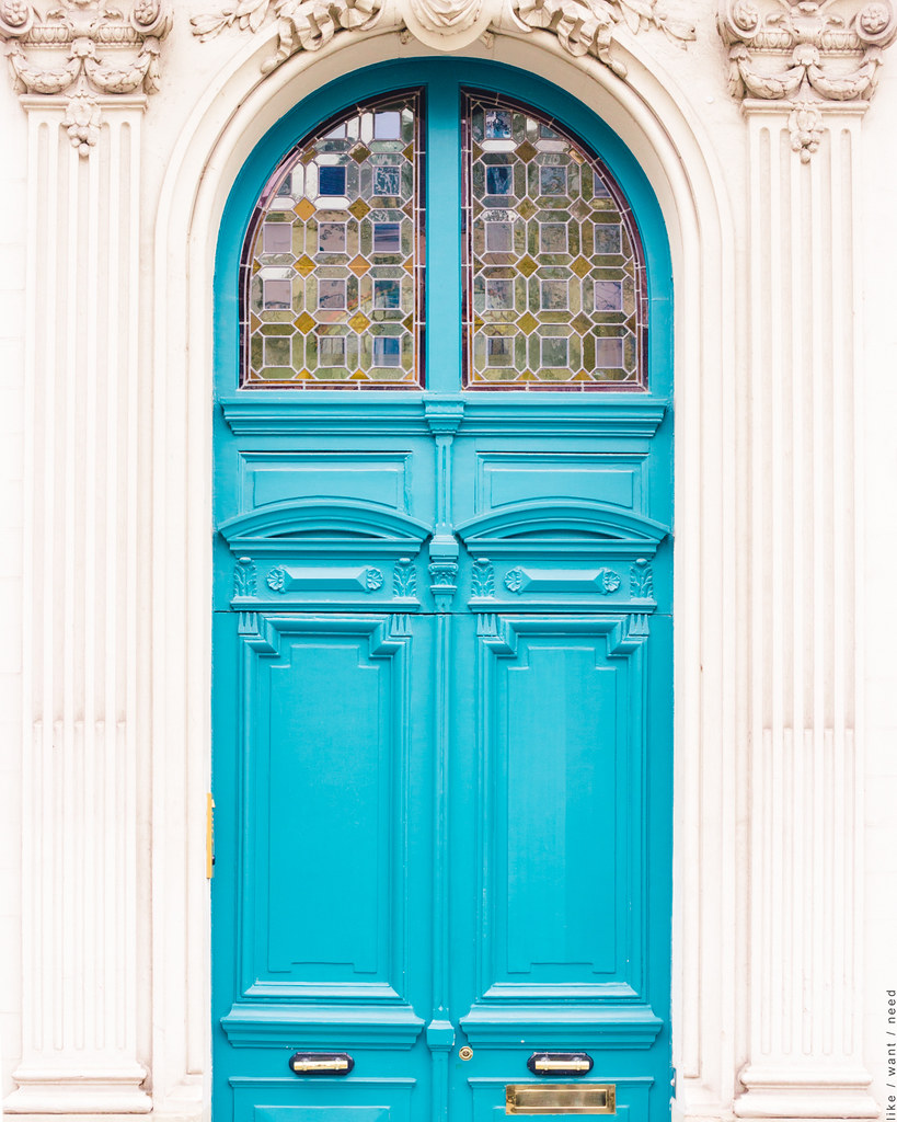 Blue Door, Avenue Bosquet