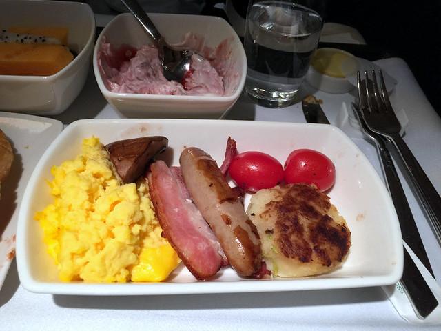 CX 777 300ER HKG to JNB- Scrambled Eggs, Streaky Bacon, Pork Sausage, Portobello Mushroom, Tomatoes, Bubble & Squeak