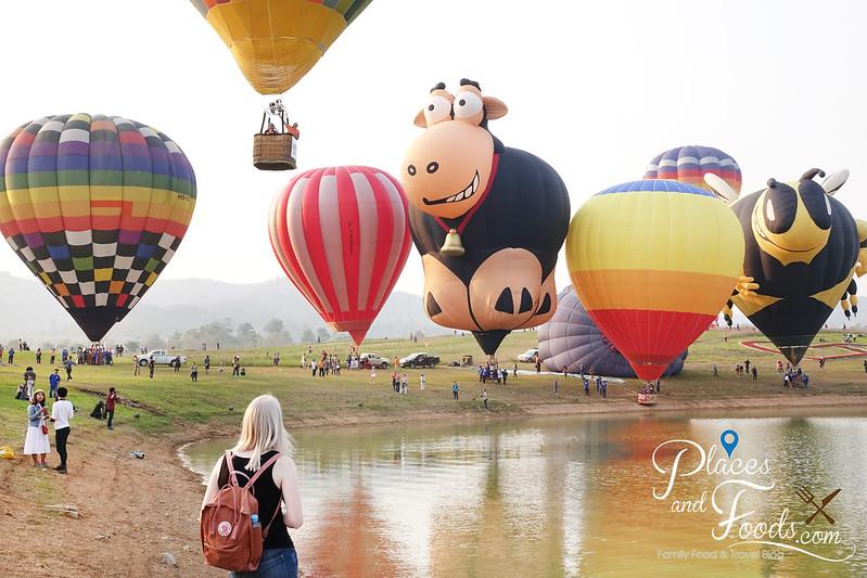 singha park international hot air balloon fiesta blonde looking at balloons