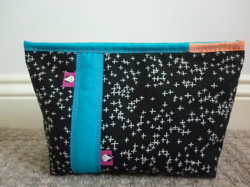 Black/turquoise pouch