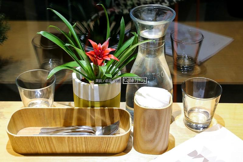 椅子咖啡 FABRICA【台北東區咖啡館】Fabrica 椅子咖啡,台北捷運大安/信義安和站。享受一個美好的下午「美感+美味」,設計師的咖啡館!