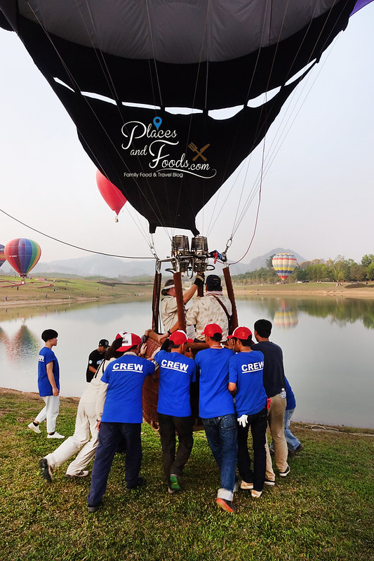 singha park international hot air balloon pushing balloon
