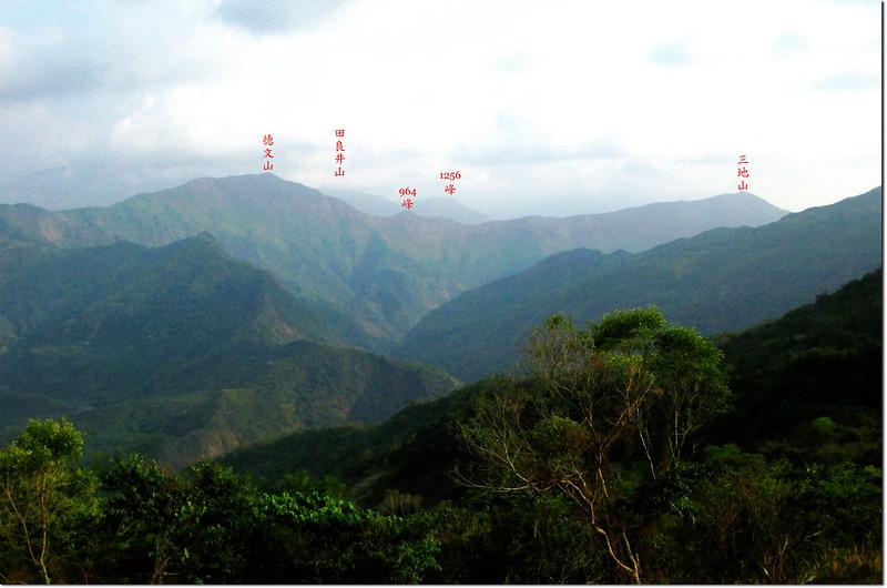 沙溪林道東南展望三地山~德文山稜線