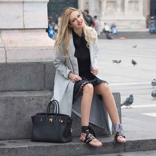 milan sunglasses fashion bag shoes coat chloe sneakers flats casual hermes miumiu leggings fashionweek pinko milanfashionweek streetstyle whitesneakers tutuskirt sheinside lovebyn