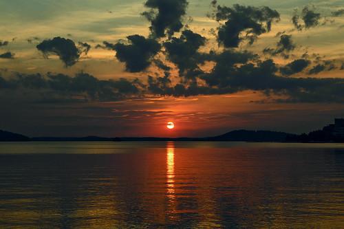 sun sunlight nature night clouds suomi finland evening eveningsun goodnight maisema ilta luonto yö järvi auringonlasku aurinko nikond3200 vesijärvi iltaaurinko goldenmoment sunsetonthelake järvimaisema larissadatsha