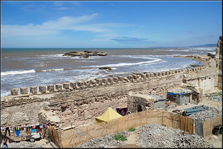 668 Metre uzunluğunda plaj görüntü. sea wall morocco maroc essaouira mogador mellah
