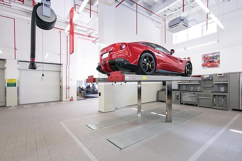 Ferrari 法拉利臺北旗艦售後服務暨展示中心 MAHA頂高機
