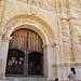 a las puertas de la iglesia