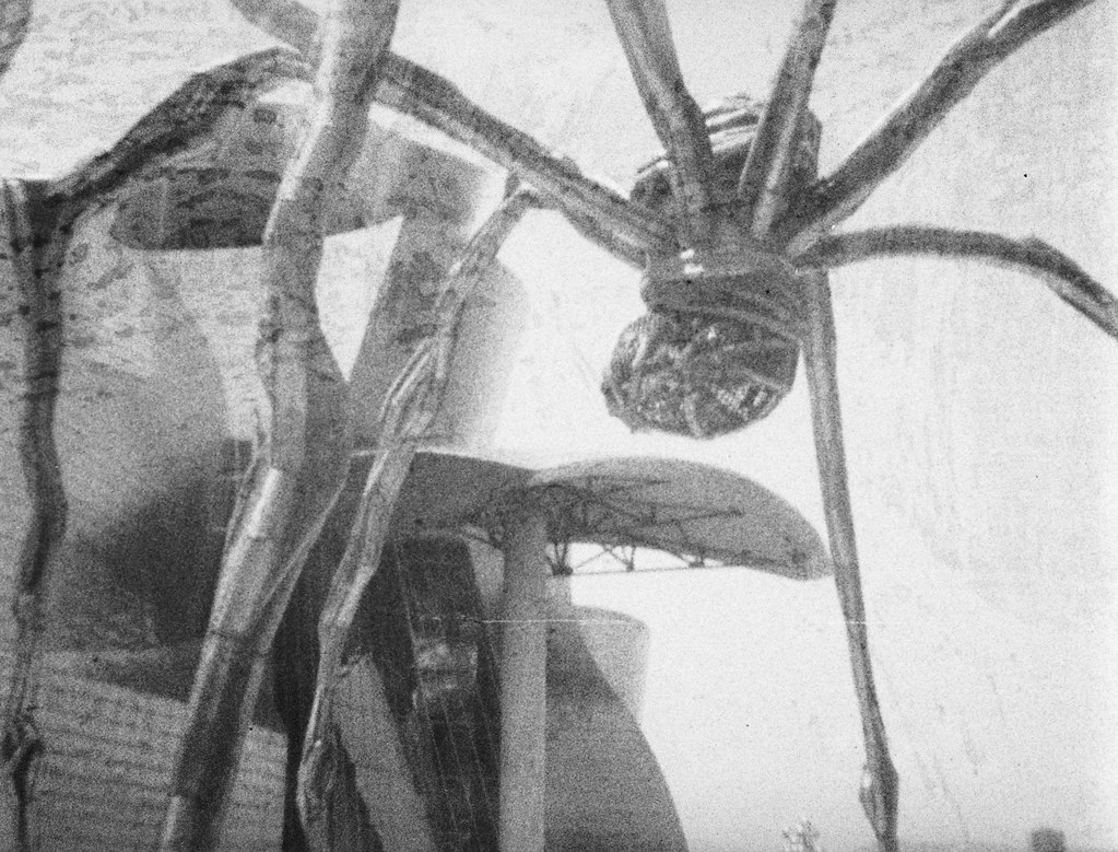 Louise Bourgeois, Maman, in front on the Guggenheim