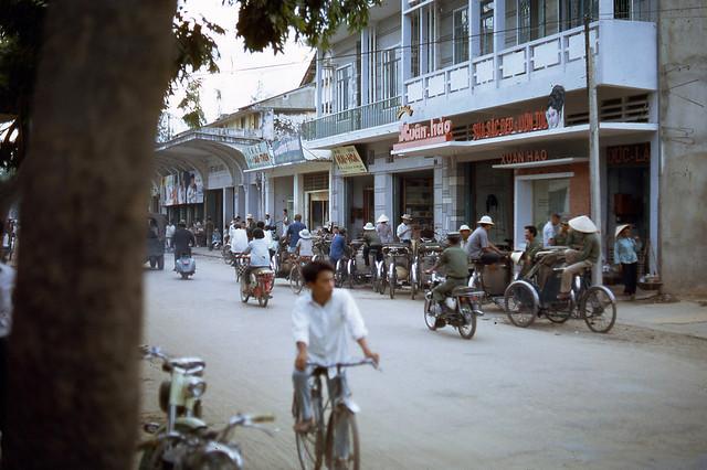 NHA TRANG - HÒN TRE 1967, 68, 69 (4) - Đường Độc Lập, nay là đường Thống Nhất