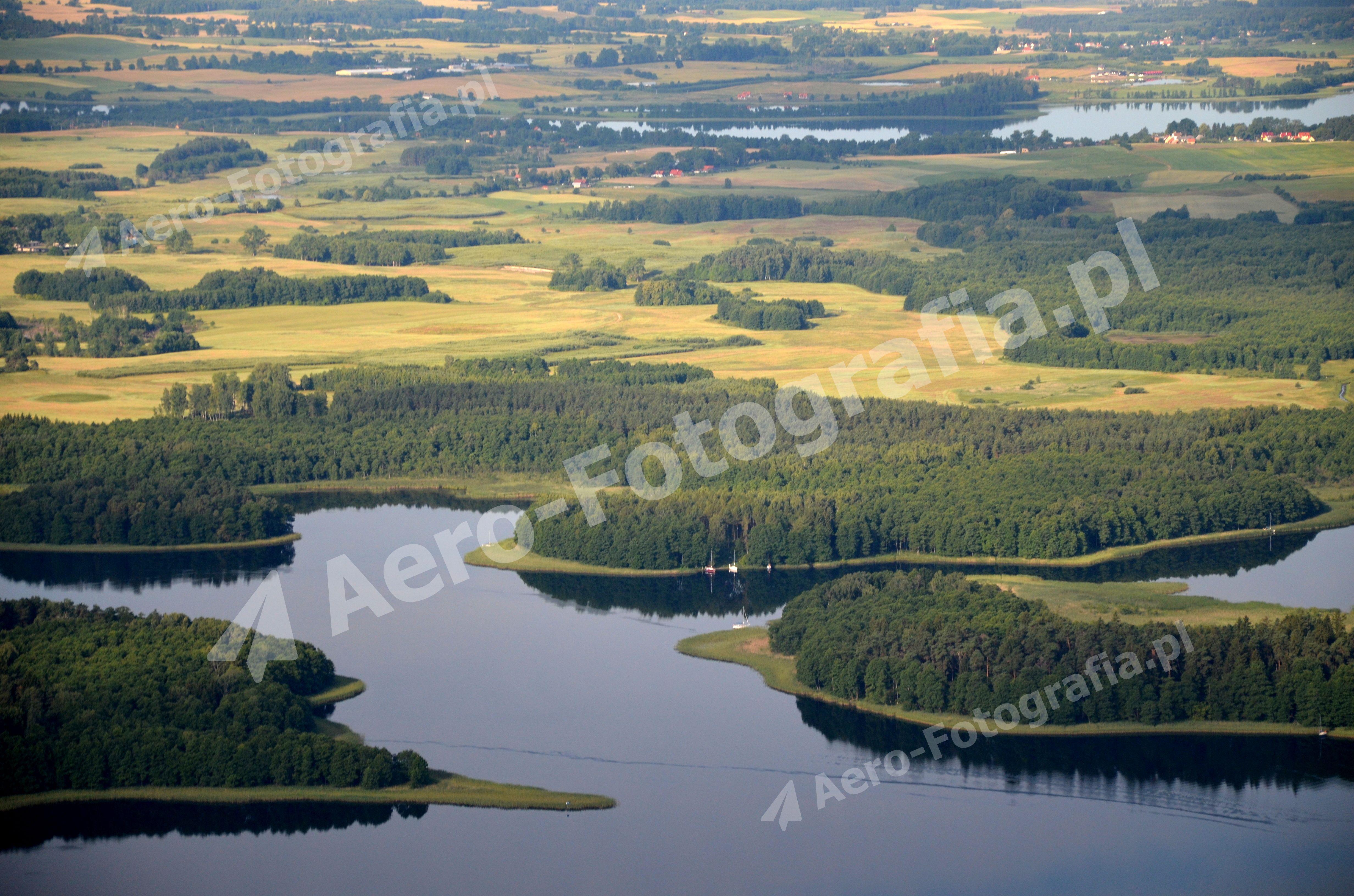 Kisajno, a w oddali miejscowość Bogacko i Jezioro Dejguny.