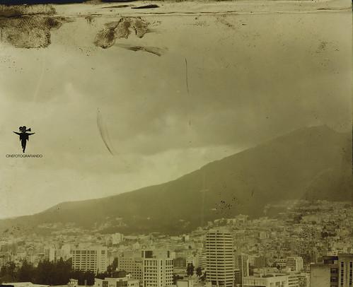 Vista de Quito mirando al Sur desde la  Colón- Rumba Caffenol