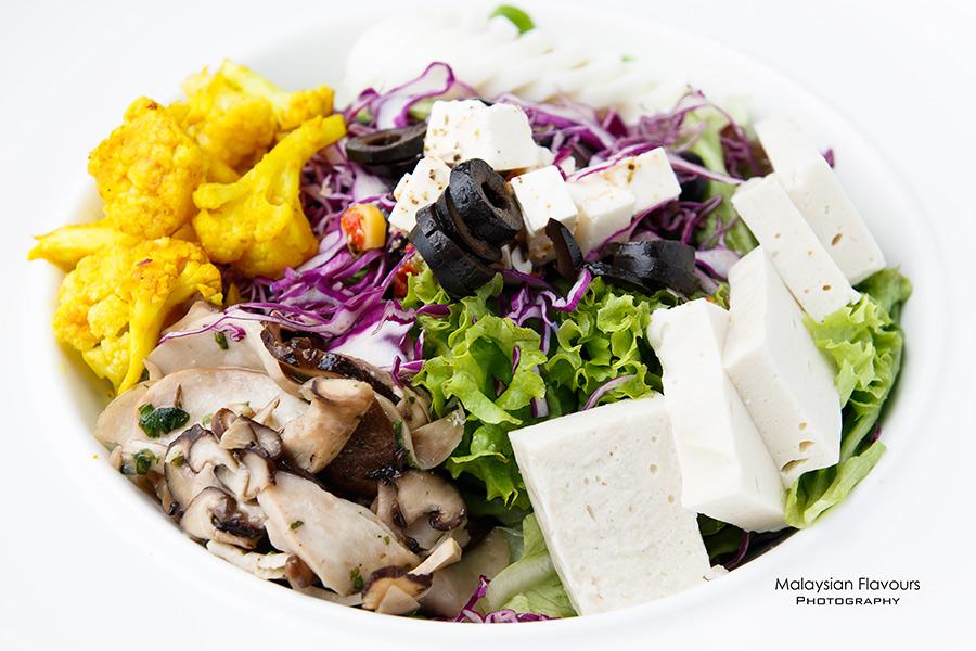 Goodness Greens Cafe by La Juiceria TTDI salad