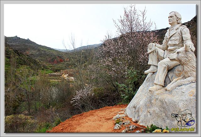 El Monumento a Félix Rodriguez de la Fuente cambia de ubicación (4)