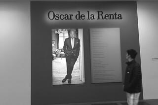 De Young Museum - Oscar de la Renta sign