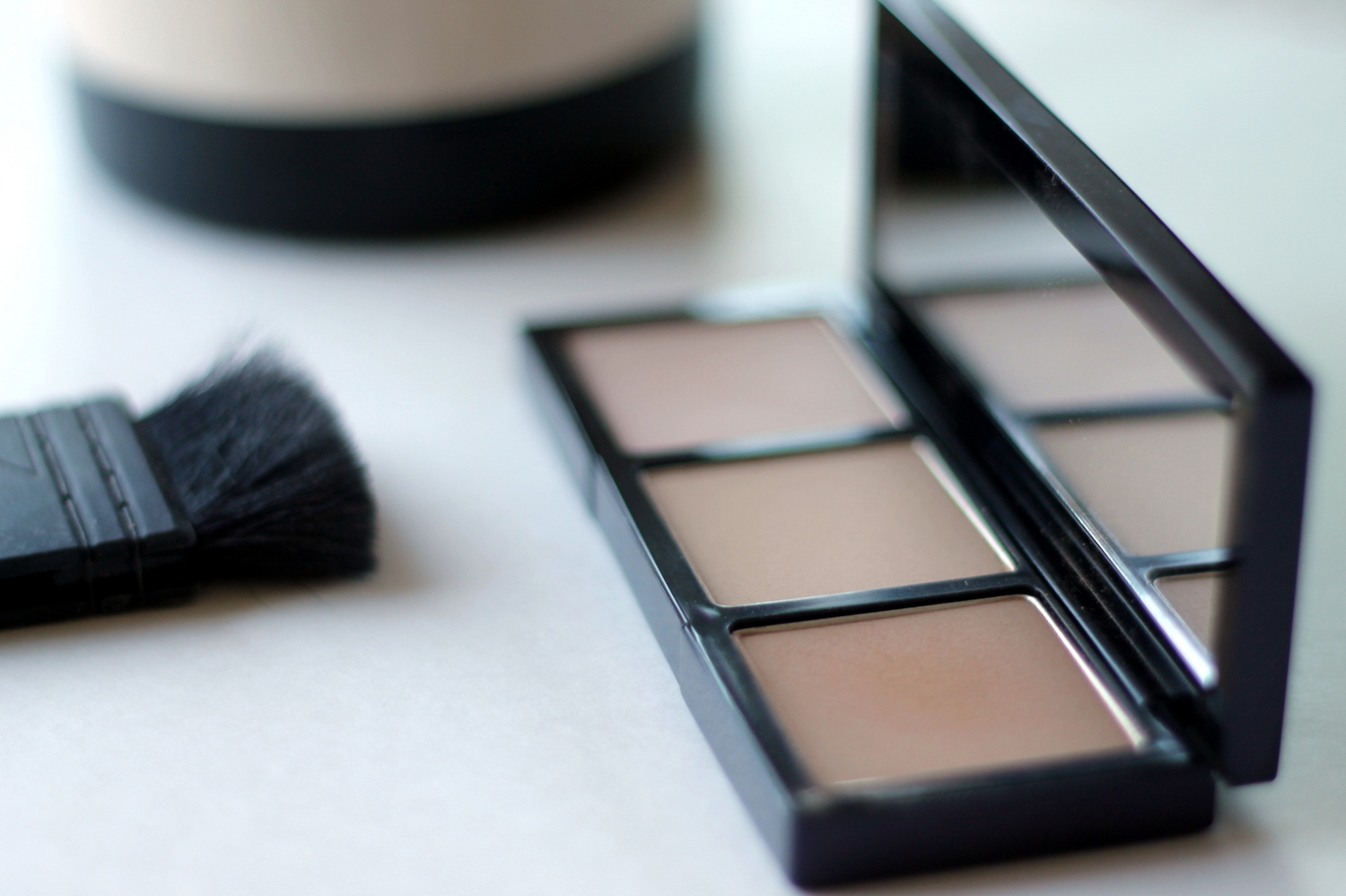 The Perfect Contour Palette for Pale Girls | Re-Mix-Her
