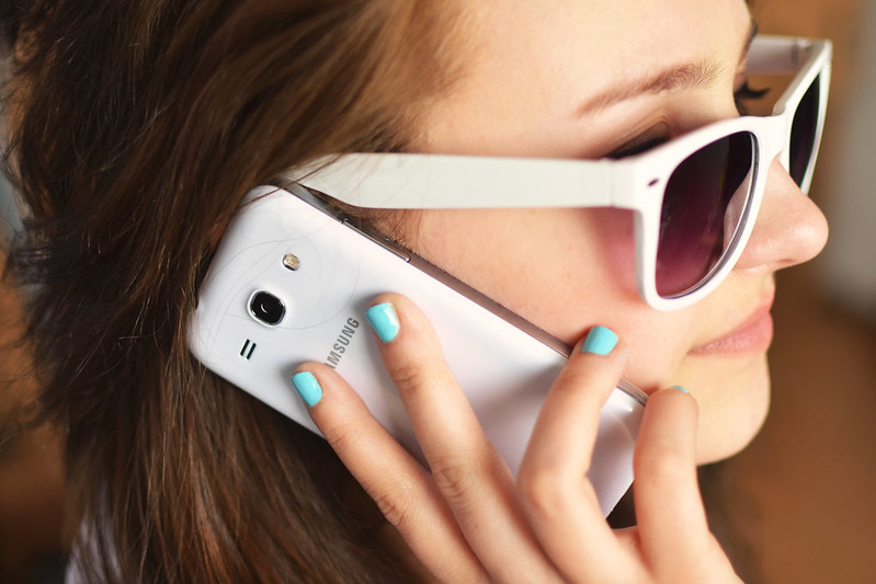pex_person-sunglasses-woman-smartphone