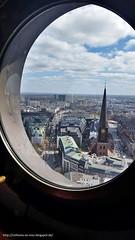 Hamburg am 22.04.2016 Ausblick vom Turm der St. Petri Kirche b