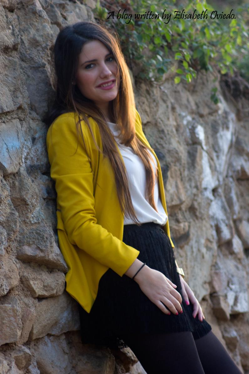 blazer amarilla ZARA shorts encajes Bershka tacones negros look HEELSANDROSES (5)