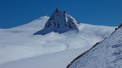 Mittterkamm 3197 m, wyspa na lodowcu Gurgler Ferner widziane z podejścia do czoła lodowca Kleinleitenferner