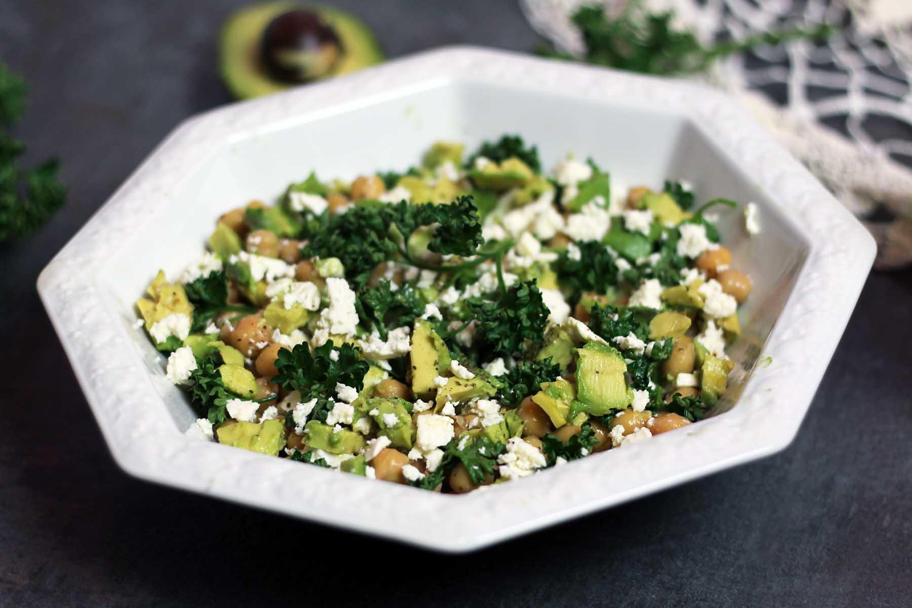 gesund-essen-salat-avocado-rezept-kichererbsen-foodblog-fitness