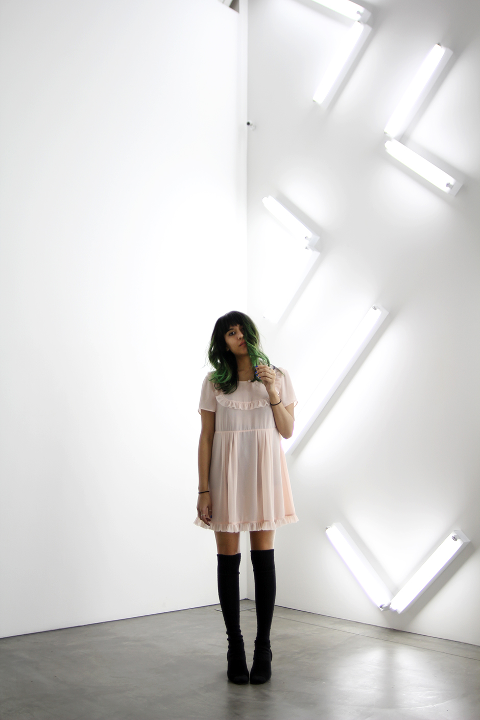 Musuem of Contemporary Art San Diego, Courtney Love x Nasty Gal pink baby doll dress, black thigh highs, green hair