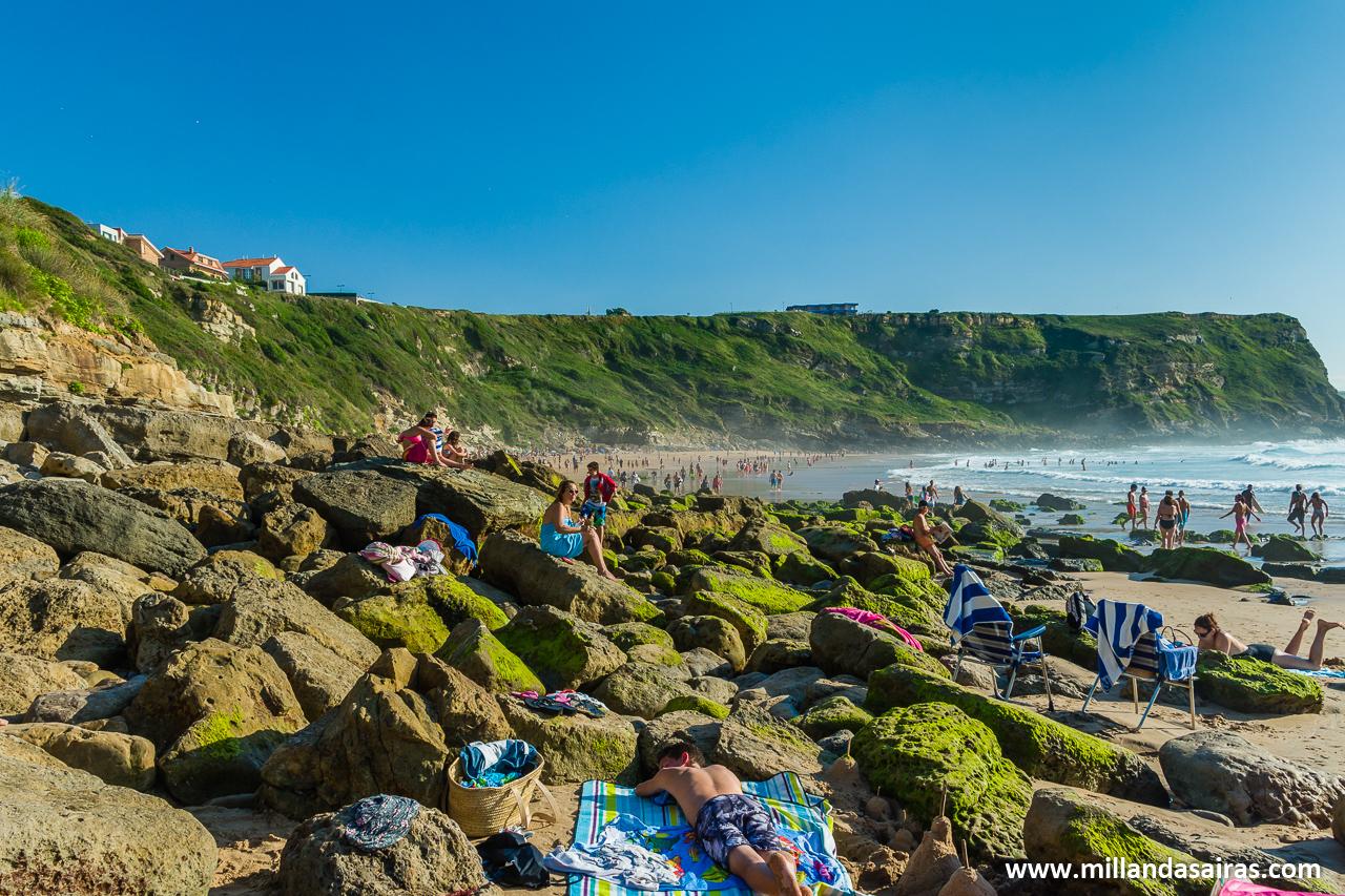 ¿Os había dicho ya la de rocas que hay en la playa de Los Locos? Pues eso, que hay rocas.