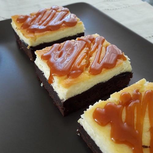 Brownie cheesecake. Yakışıklı bi arkadaş. ...