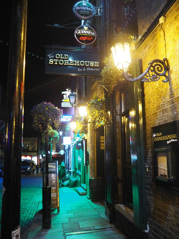 templebarstreetP4150130, the old storhouse, dublin, ireland, irlanti, lights, valot, ilta, night, guinness, bar street, temple bar,