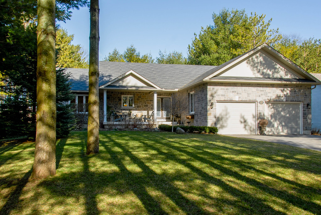 37 Martyn Drive in Wasaga Beach