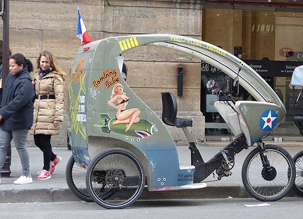 vélo devant le carroussel