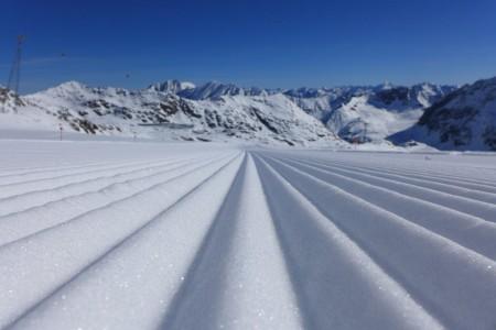Všetci chceli lyžovať o Vianociach, kedy sa bez prírodného snehu musela zaobísť aj tá najspoľahlivejšie alpské strediská. Prašanové hody prináša paradoxne koniec apríla.
