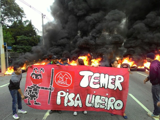 Protesto na Marginal Tietê, uma das ao menos dez vias com protesto na capital paulista - Créditos: Gisele Brito