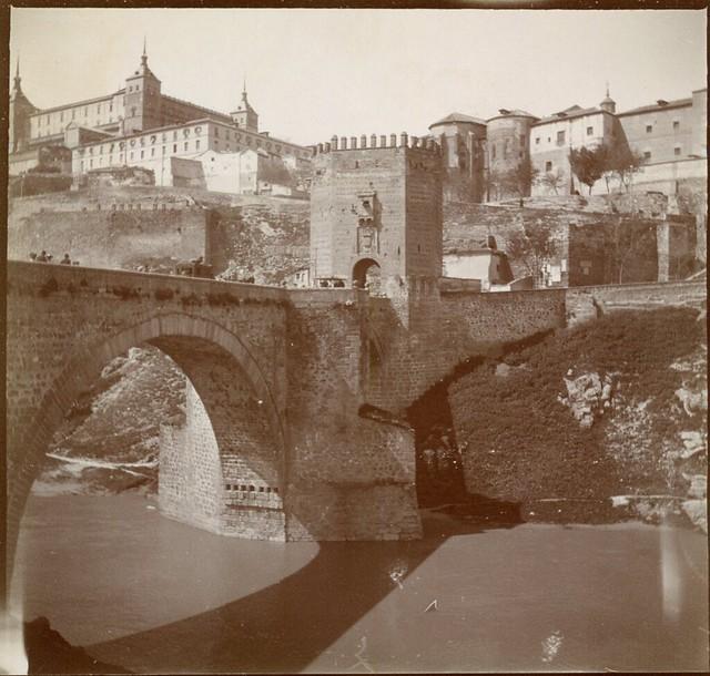 Puente de Alcántara en 1906. Anónimo francés.