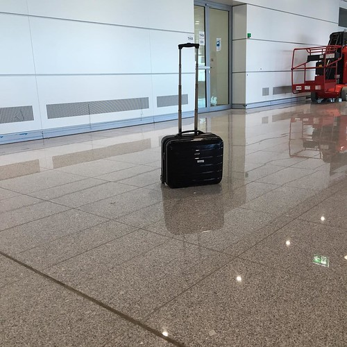 Herrenloser Koffer? Do NOT leave any luggage unattended at the airport! - #muenchen #flughafen #ProbebetriebSAT #munich #airport #instager #instatravel #airports #lufthansa #picoftheday #ig_munich #mingaoida #minga #igersbavaria #airlines