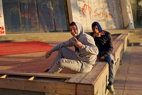street pose graffiti