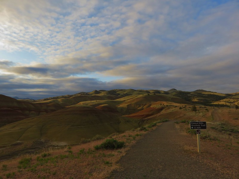 Painted Hills Overlook Trail