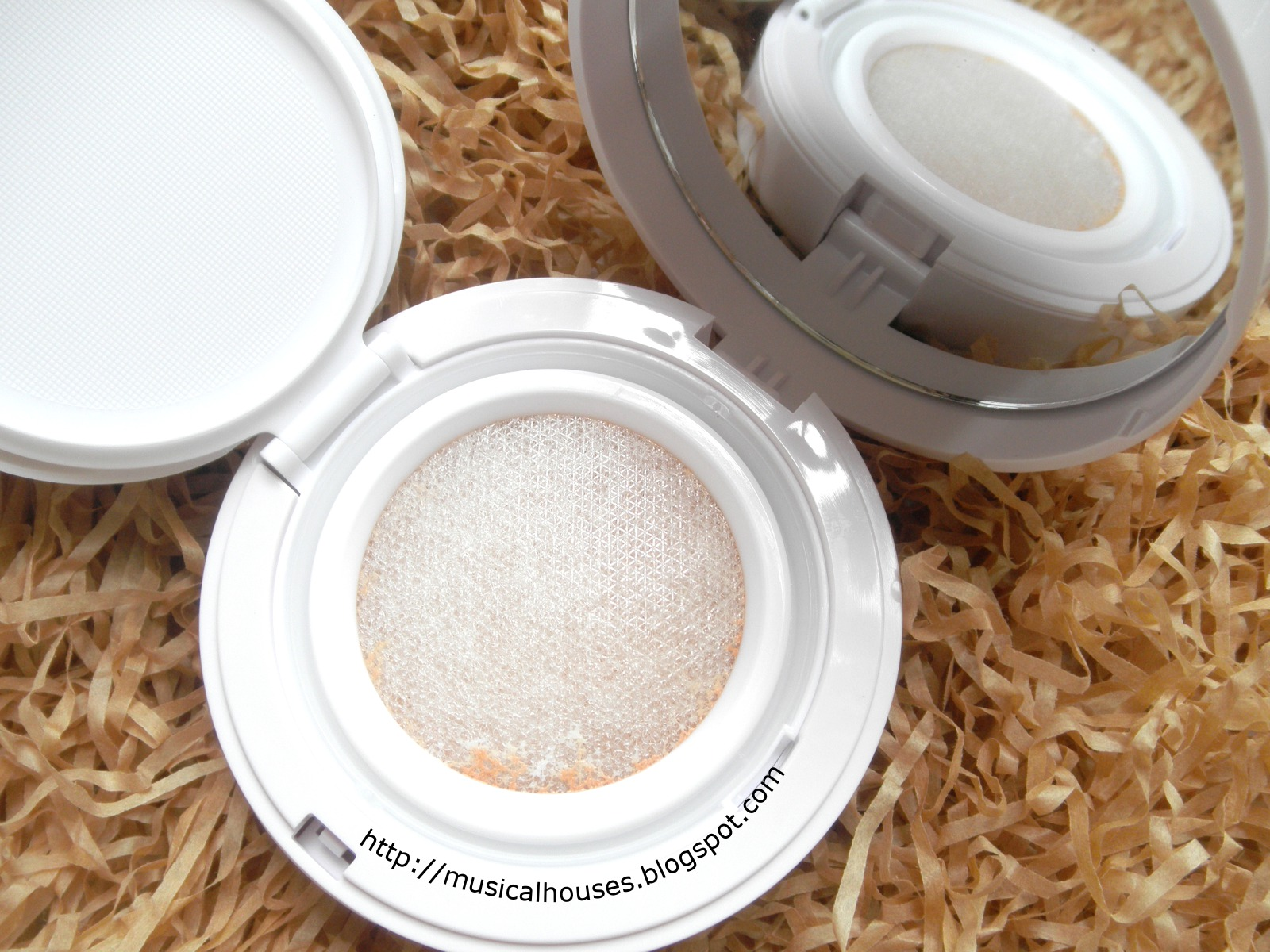 Shu Uemura Blanc Chroma Brightening UV Cushion Screen