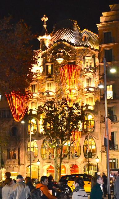 Antoni Gaudí - Casa Batllo - illuminated