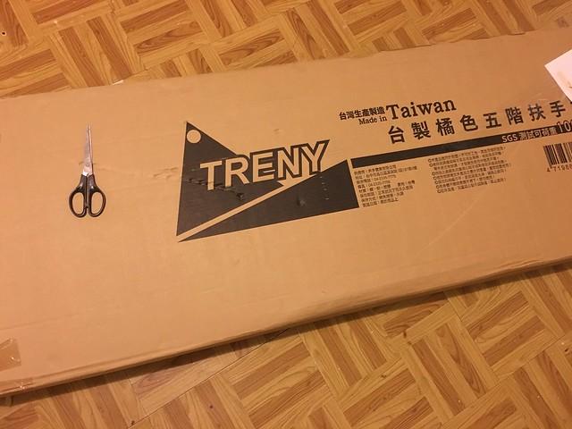 是這麼大一箱不過其實比 IKEA 的櫃子輕好多啊~@TRENY五階工作梯