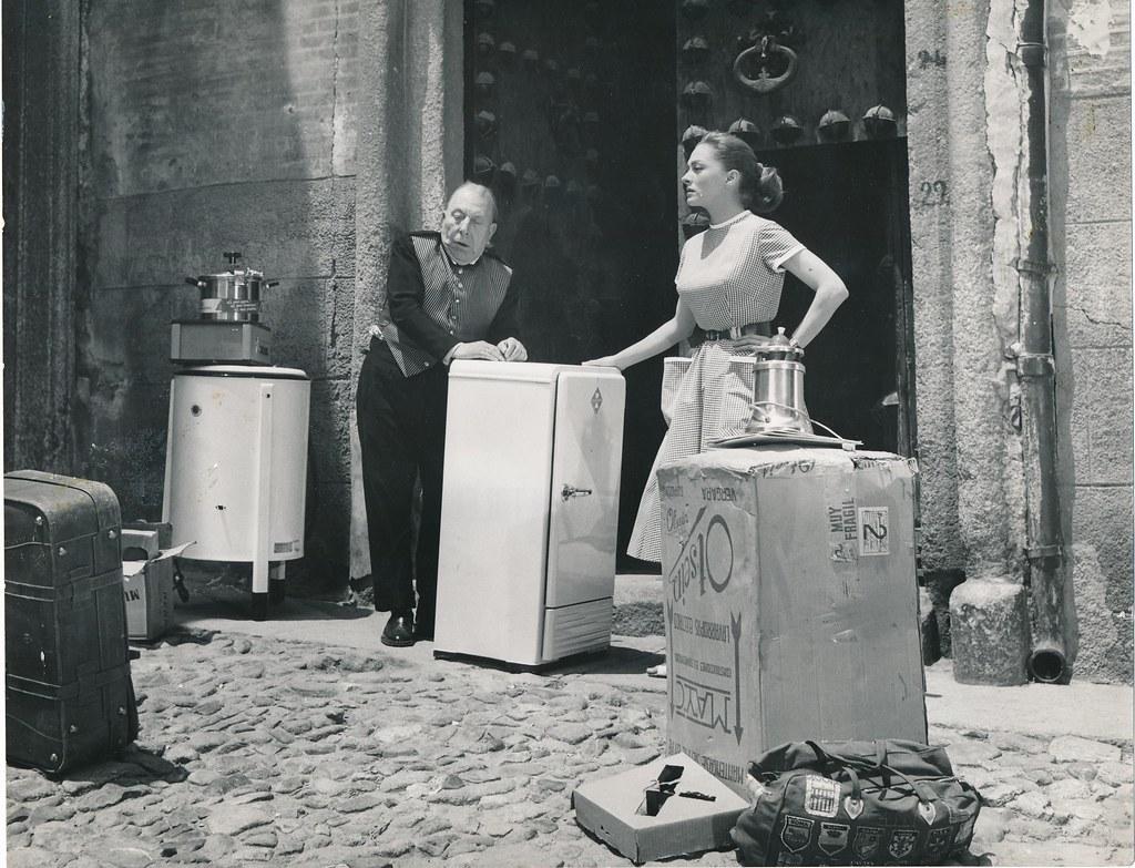 José Isbert y Silvia Morgan en Toledo durante el rodaje de Un Americano en Toledo (1960)