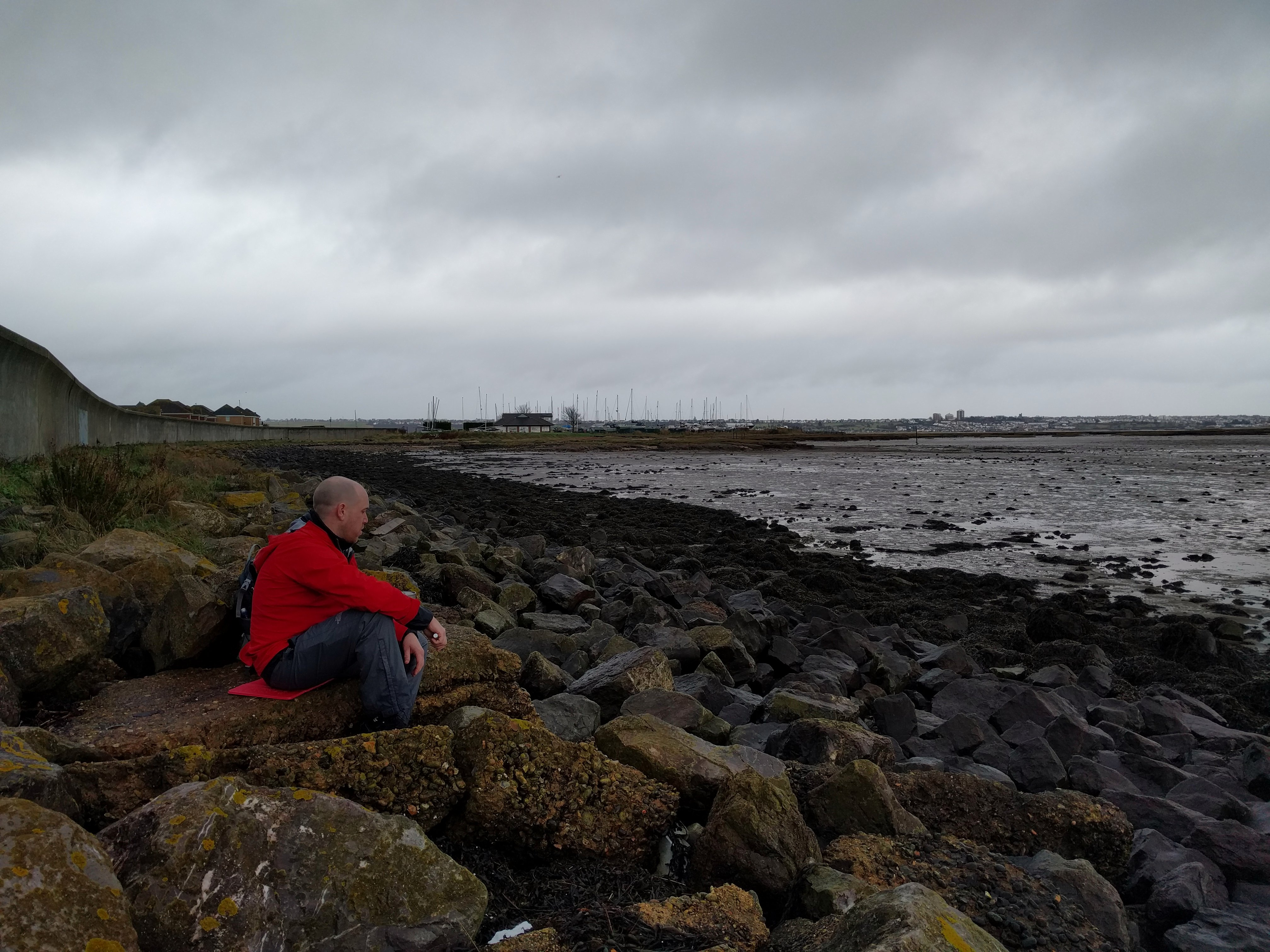 Lunch stop with @colinastbury by the sea wall #sh