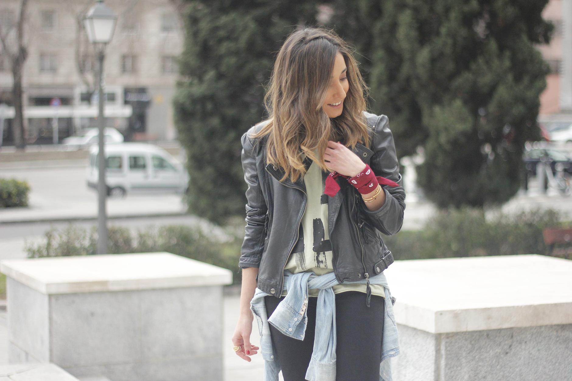 biker jacket black ripped jeans deartee tshirt heels outfit10