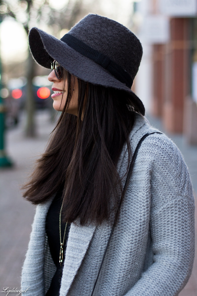 grey cardigan, black tee, grey hat, black booties-5.jpg